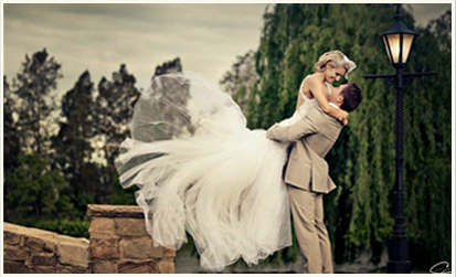 Unique and different wedding photos are inspired at Abion Farm Gardens